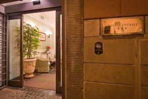 Entrata Hotel con nome