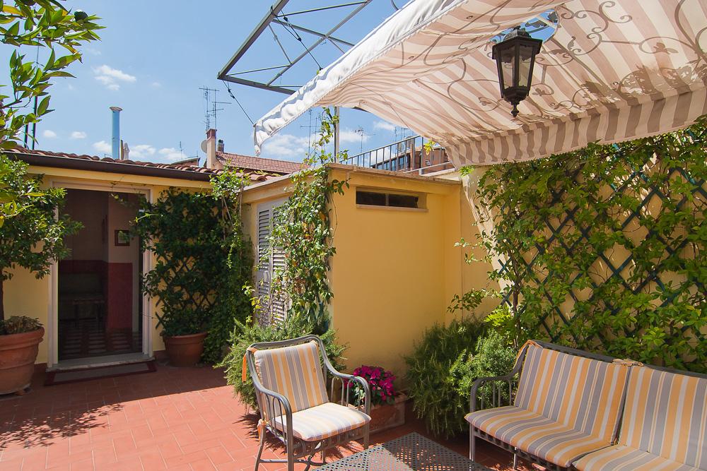 Le camere di Hotel Centrale Roma con il terrazzo e una splendida ...