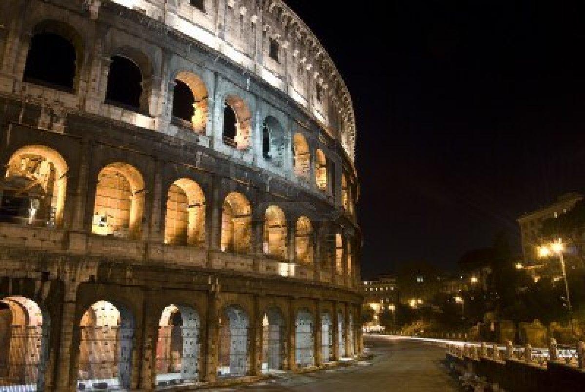 Colosseo Di Notte Visite.A Roma Il Fascino Di Una Visita Al Colosseo Di Notte Hotel